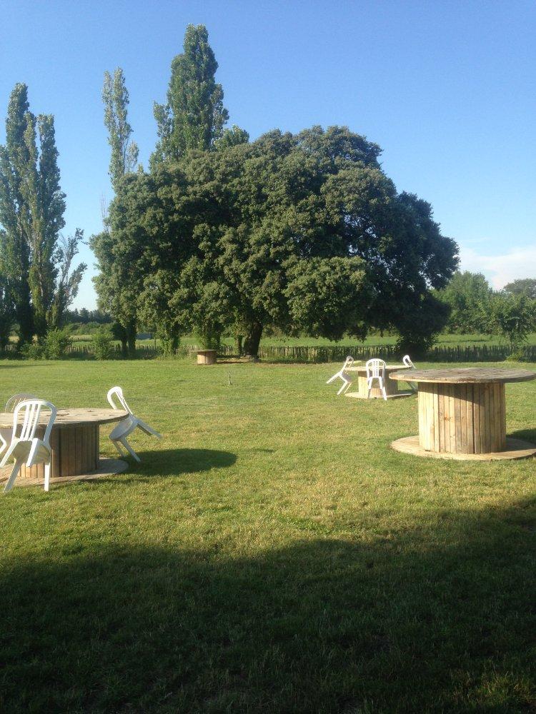 Aire camping-car à Saint-Gilles (30800) - Photo 3
